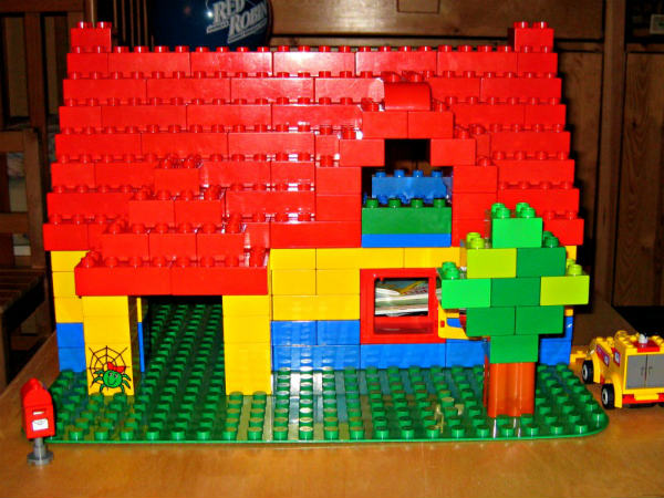 Example of a wonderful DUPLO house. Read: 10 Reasons Duplo is Great for Kids by clicking through.