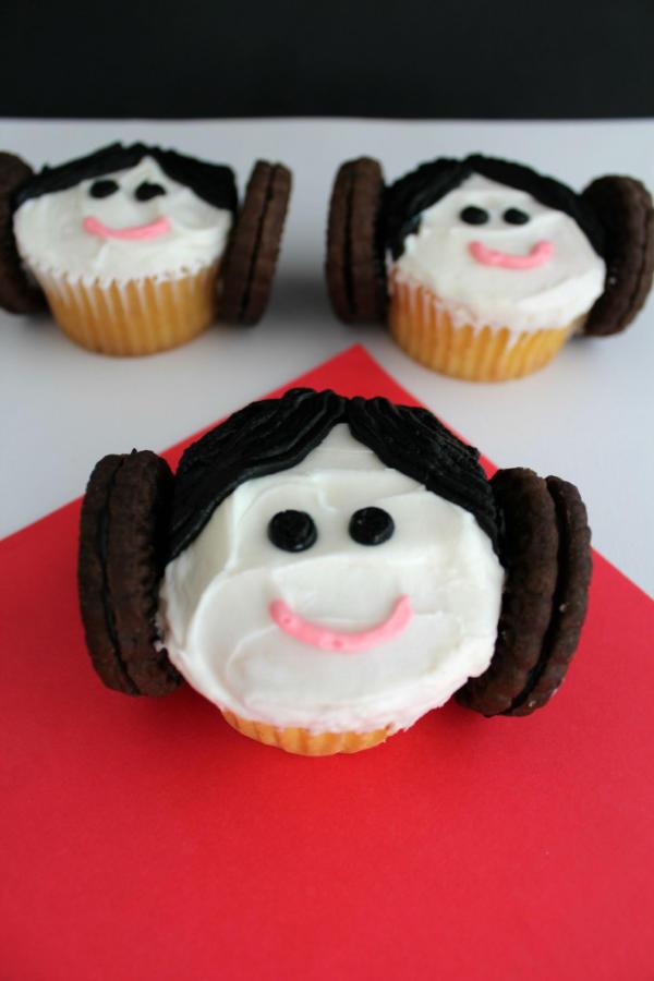 Easy Princess Leia Cupcakes