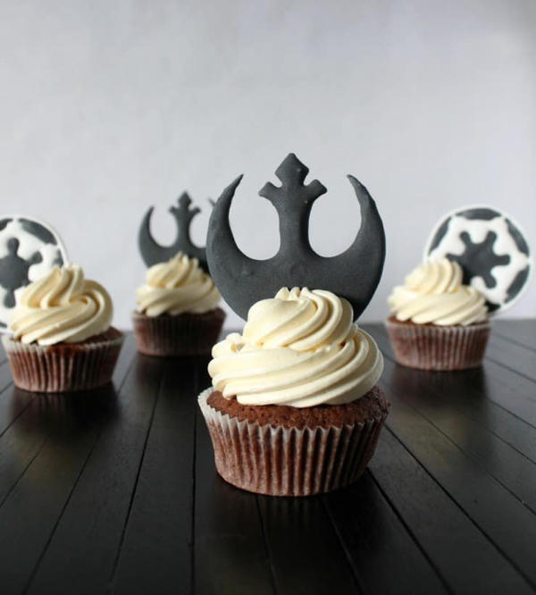 Gallactic Empire and Rebel Alliance Emblems Cupcakes