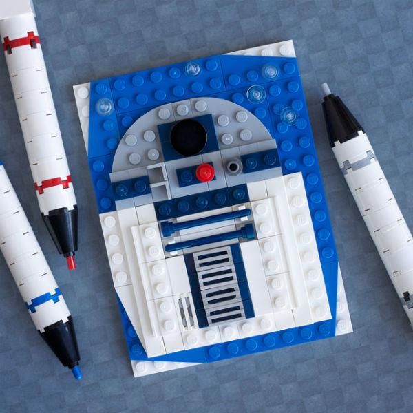 Chris McVeigh's Brick Sketch out of LEGO. Star Wars Bleep Bloop