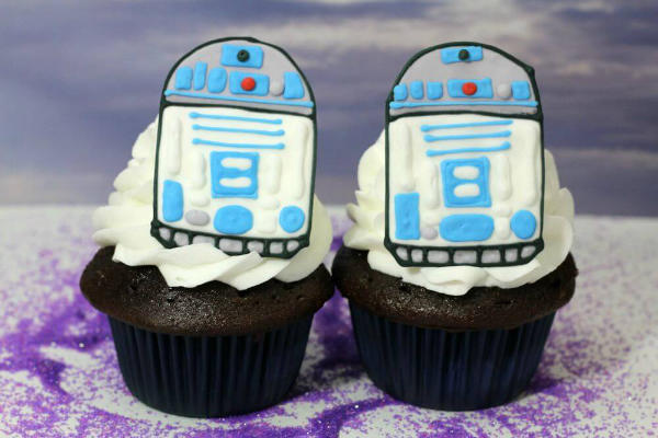 R2D2 Cupcake Made with Cookie