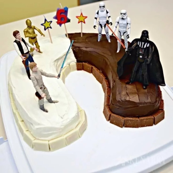 Light VS Dark Star Wars Cake
